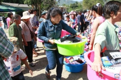 20140120-donation-at-suan-phueng-14